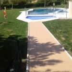 piscina comunitaria y jardin